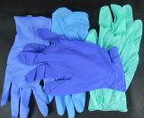 Шток и горячие проданные для перчаток нитрила пурпурового цвета устранимых, пудрят свободно
