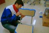 かえでの上および調節可能な高さの軸受けフレームが付いている学生の机