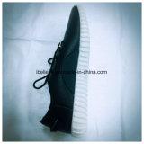 歩く快適な平らなOutsoleの2017年の注入の靴