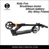 子供のブラシレスモーター120Wのための2017年のWellsmoveの子供のギフトELの電気スクーター