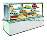 De commerciële Marmeren Voor en Achter het Openen Ijskast van de Vertoning van de Cake