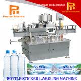Uma máquina de etiquetas adesiva lateral automática