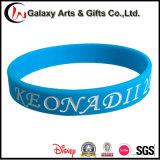 Logo en caoutchouc de bracelet de silicones de Debossed de noir fait sur commande en gros de promotion
