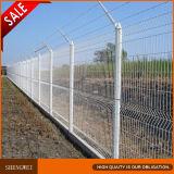 パネルを囲う装飾的な花園の金属線の網の障壁