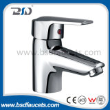 Le bassin en laiton de fini de chrome filète le robinet de cuisine de bassin de mélangeur de salle de bains