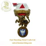 卸し売り習慣は金属の円形浮彫りのギフトのハンガーの金馬メダルをピンで止める