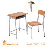 Mobília de madeira e do metal da faculdade da sala de aula