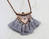 女性のための革チェーン長いふさの吊り下げ式の民族のネックレス