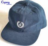 刺繍のロゴの野球帽の帽子