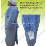 Robe d'exploitation unique pour le médecin de porter à l'oe emballage stérile