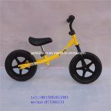As crianças primeiro balanço de bicicletas de aluguer de bicicletas de corrida
