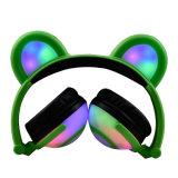 新しい日本製アニメLEDの軽いパンダの耳のイヤホーンのヘッドホーン
