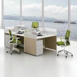 Sitio de trabajo linear de la oficina con la gerencia del alambre para 4 personales