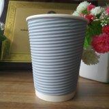 Insignia de encargo vendedora caliente tazas de café de papel disponibles de 12 onzas con las tapas