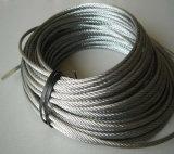 El embalaje de madera del carrete lubricó la cuerda de alambre de acero galvanizada