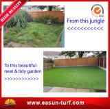 يرتّب عشب رخيصة اصطناعيّة لأنّ حديقة