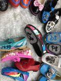 L'action matérielle d'unité centrale chausse des chaussures d'enfants en stock