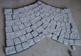 燃え立った灰色または白いですまたはベージュ花こう岩の立方体の石G654/G682/G603かブッシュHameredはまたは縁石の舗装を切るために見た