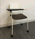 タブレットが付いている学校学生のトレーニングの金属の足の椅子
