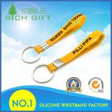 Gelbes Silikon Keychain mit schwarzem Drucken-Firmenzeichen