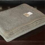 Польностью заполняя яки и смешанное шерстями роскошное одеяло