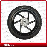 La motocicleta parte el neumático con la rueda para el pulsar 180 de Bajaj