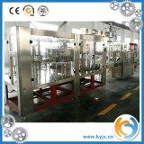 Remplir de l'eau carbonaté par bouteilles en plastique de boissons fait à la machine en Chine