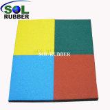Terrain de jeux de plein air breveté de couleur vive le tapis de plancher en caoutchouc