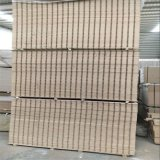 Certificación FSC de densidad media de melamina Slatwall cartón