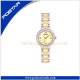 薄黄色の腕時計の女性の陶磁器の腕時計