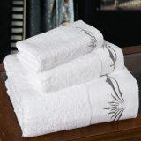 Handdoeken van het Hotel van het Embleem van 100% de Katoen Geborduurde van de Leverancier van China