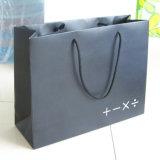 Les sacs en papier avec des traitements vendent le sac de papier avec l'impression de logo