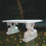 庭の装飾のために立つイルカの彫像が付いている自然な大理石のベンチ