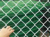 PVC上塗を施してある斜方形の金網