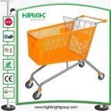 Carrello di plastica di acquisto del supermercato della mano