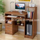 Secretária de mesa de madeira / mesa laptop no escritório