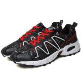 Zapatos atléticos con cordones flexibles de las zapatillas de deporte recreacionales del deporte de los nuevos hombres de la manera