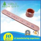 Braccialetto di gomma riflettente del Wristband di schiaffo del silicone di marchio su ordinazione per i regali promozionali