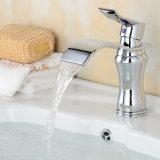 Faucet da bacia do revestimento do cromo da cachoeira de FLG para o banheiro