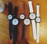 De dames letten Horloges Antipue van de Riem van het Leer van Gril van het Horloge van de Studenten van het Horloge van Vrouwen op de Vrouwelijke