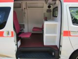 ディーゼルLHDの救急車の日産Urvan 350の高い屋根