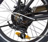 يطوي درّاجة كهربائيّة ([تدن01ز])