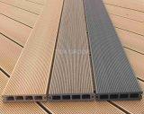 Decking de WPC avec de longs étages en plastique en bois extérieurs de durée de vie