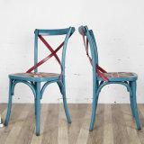 食堂の家具の骨董品の椅子