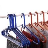 Os preços de venda por grosso de plástico de cor escura Retro com ganchos de suspensão