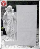 Headstone com a estátua de mármore branco para Jardim Memorial