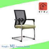 Armrest (ZVB819)が付いている専門の熱い販売法の金属フレームの椅子のオフィスの椅子