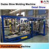 Barricadas plásticas produzindo a máquina