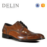 OEMの工場Delinは熱い販売の人の革服靴に蹄鉄を打つ