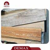 De texture en bois de colle plancher d'intérieur de vinyle vers le bas